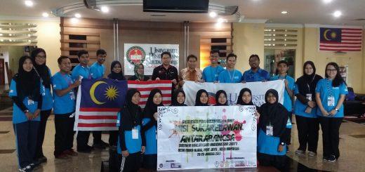 Pix 1- Dr Zahuri (tengah) bersama peserta misi kemanusiaan ke Aceh