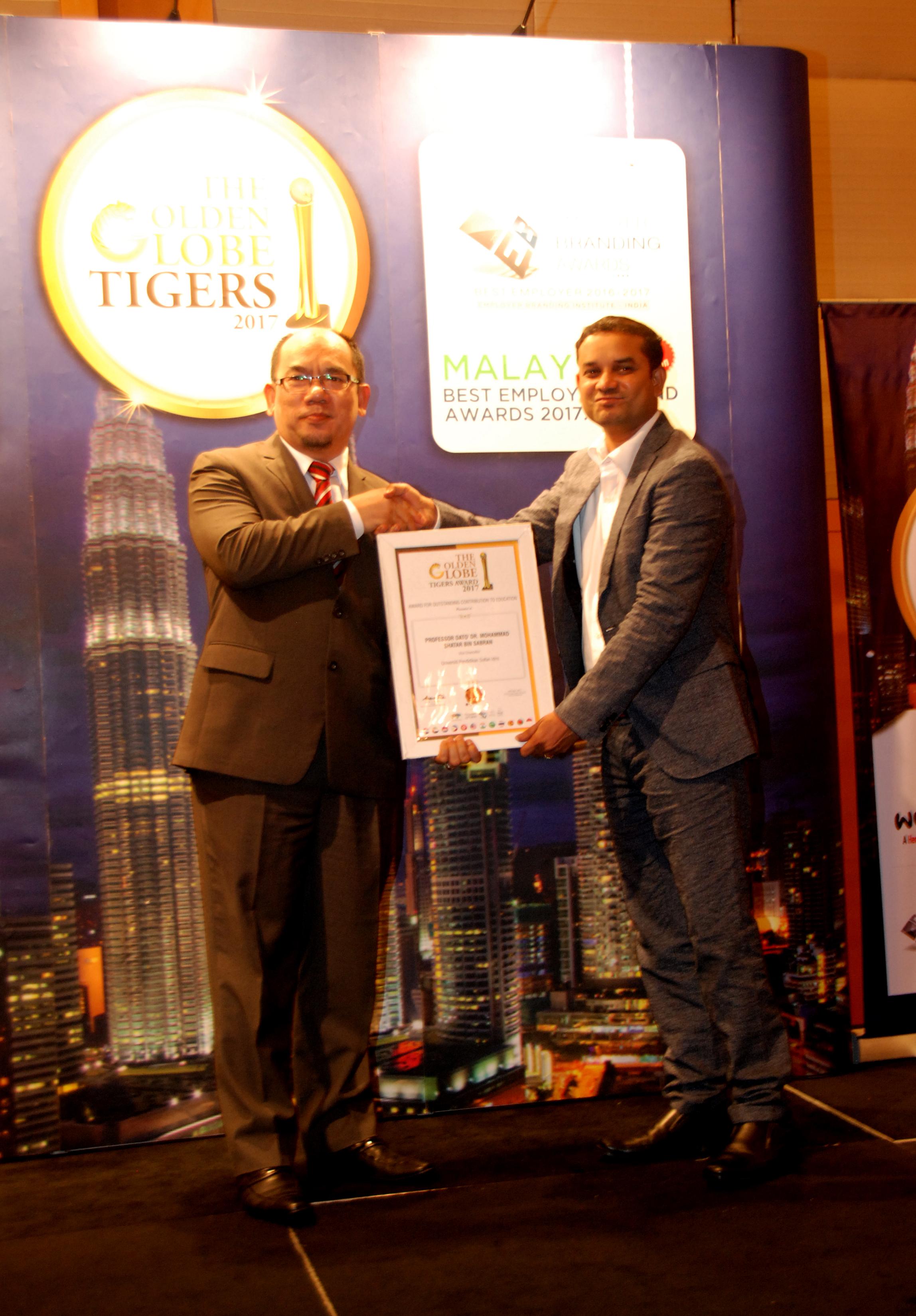 NC   terima  The Golden Globe Tigers  Award 2017 sumbangan dalam pendidikan