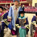 Prof Aminah bergambar kenangan bersama Ibu Yetty selepas sesi Istiadat Konvo UPSI ke -19
